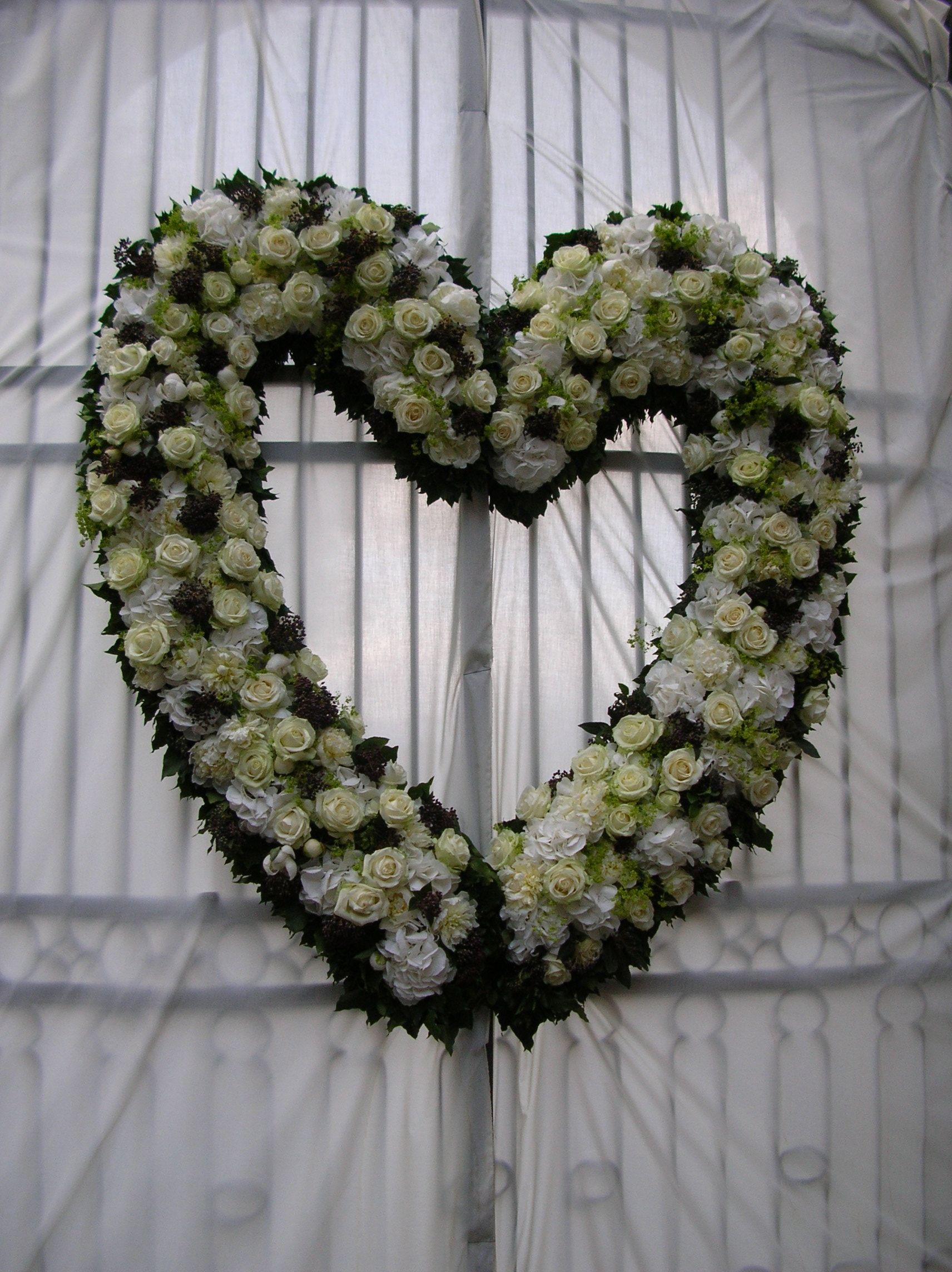 Heart of roses and hydrangea #Italian wedding