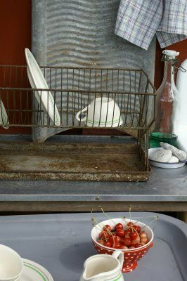 Rusty dish rack and zinc washboard...very cool!