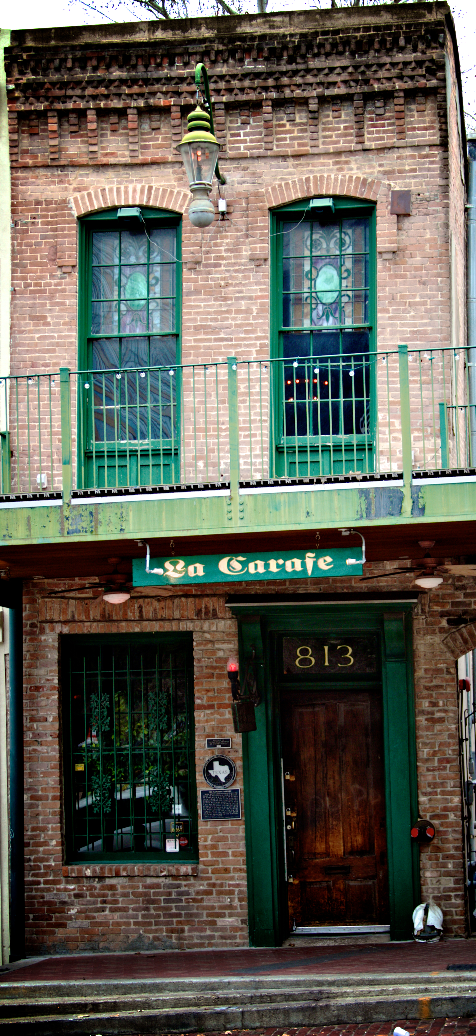The oldest bar in Houston and a downtown treasure. La