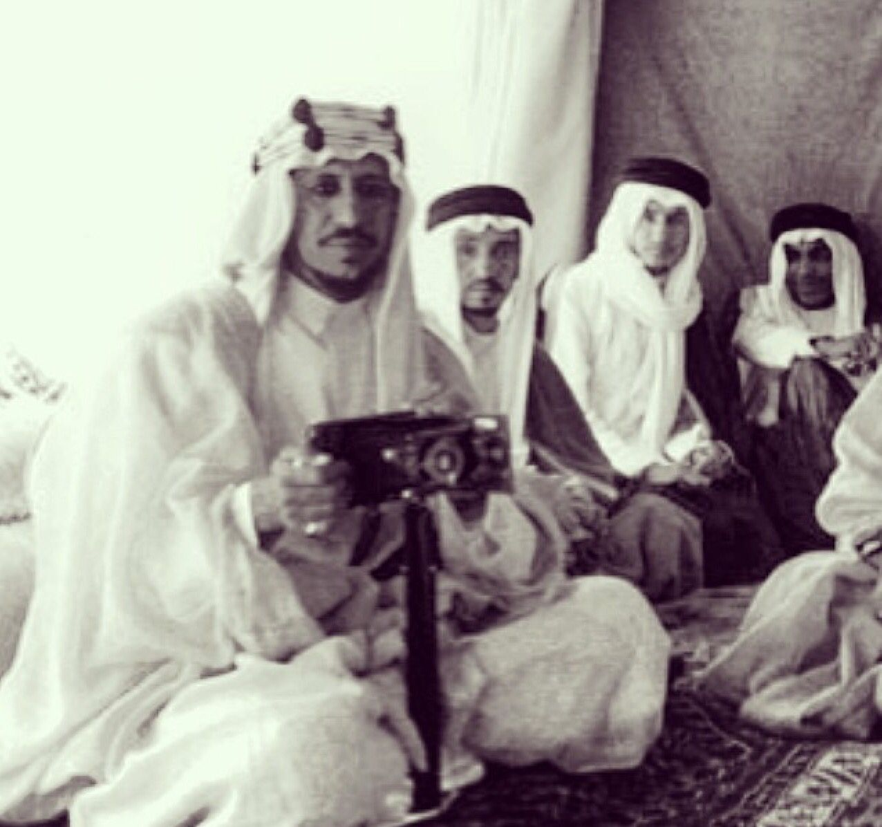 First Camera In Saudi Arabia With My King Saudi Arabia Culture Royal Family Old Photos