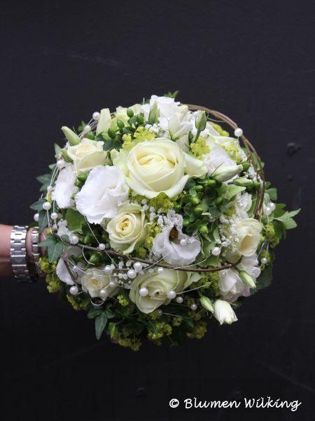 Brautstrau in wei und grn mit Rosen Eustoma