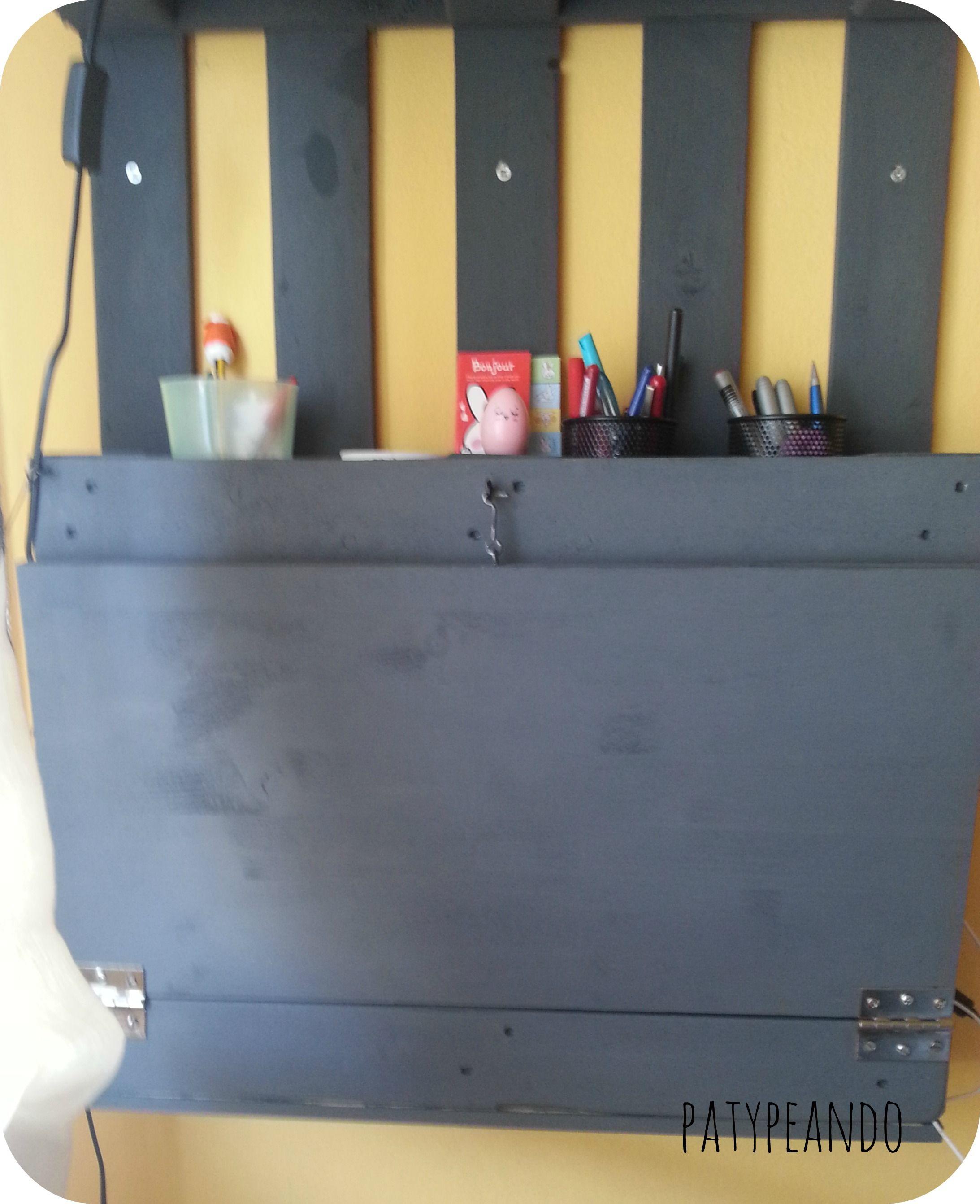 escritorio abatible con un palet
