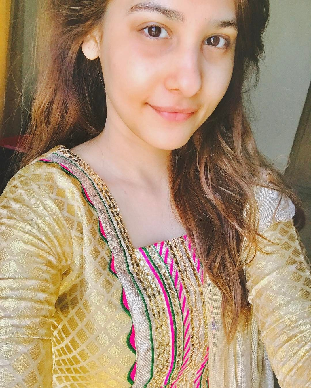 No Makeup Picture Trying To Feel Like A Human Notaplasticdoll Stylish Girl Pic Stylish Girl Beautiful Indian Actress