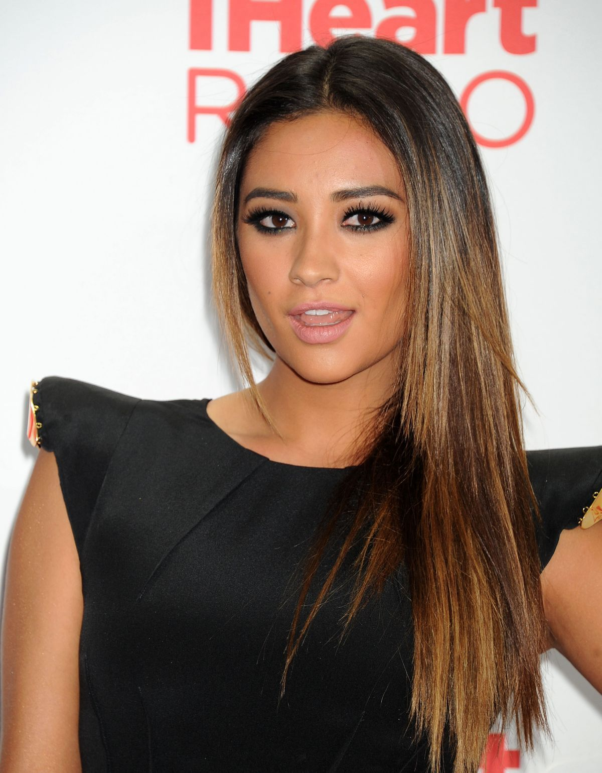 shay mitchell smashbox