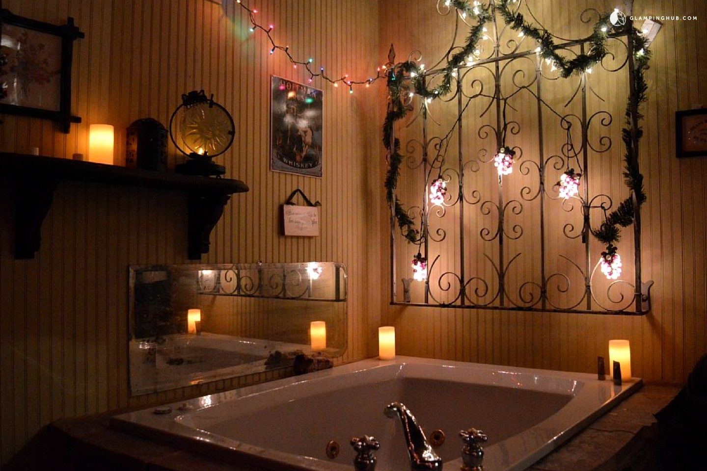 Quirky And Romantic Cabin Rental With Luxury Jacuzzi In Fredericksburg Texas Romantic Cabin Secluded Cabin Luxury Tub