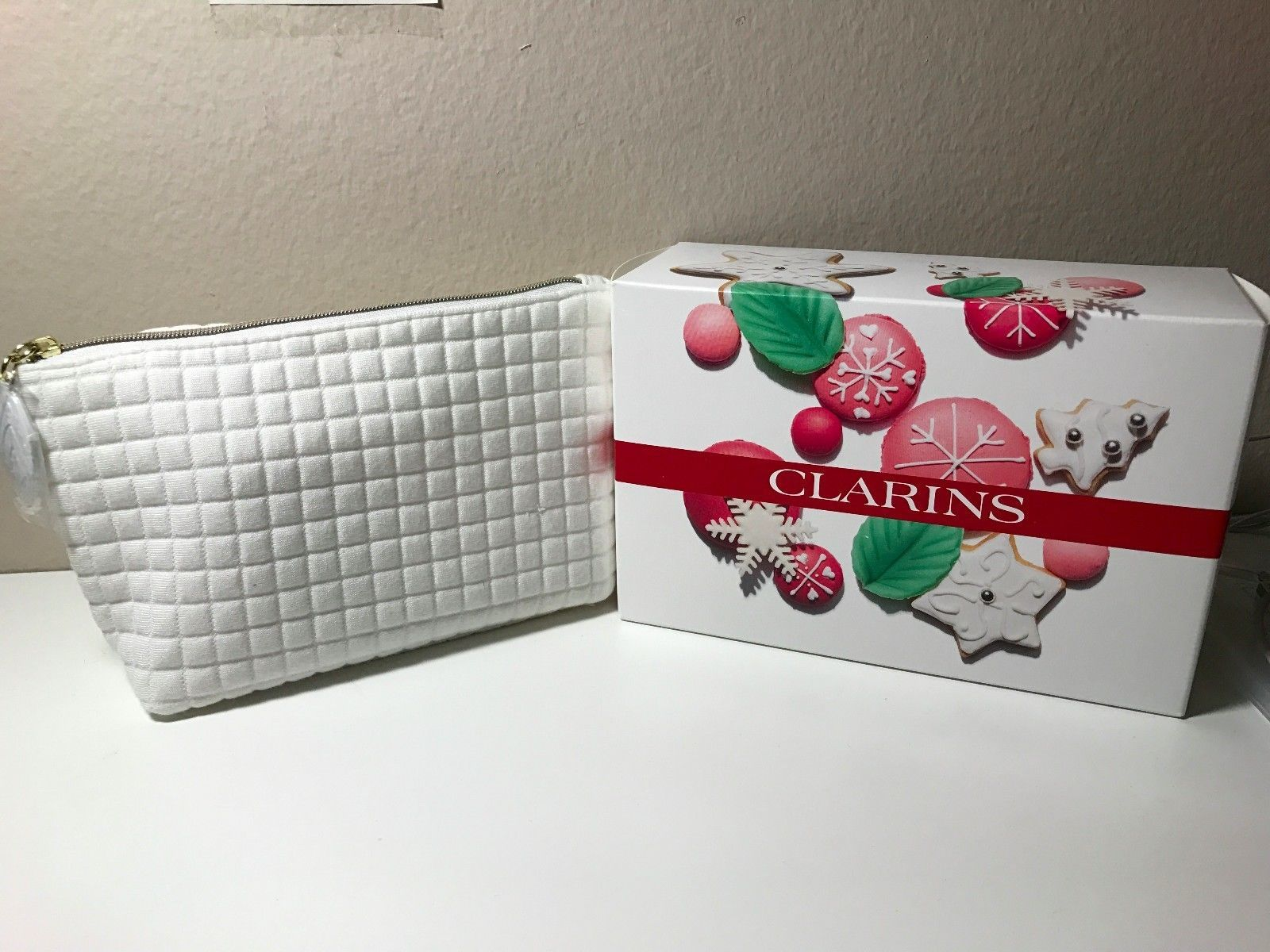 New! CLARINS Sweet Kisses Collection Leaf White Golden Makeup Travel Bag Case https://t.co/c7DJXowuou https://t.co/xn3o7uqD84