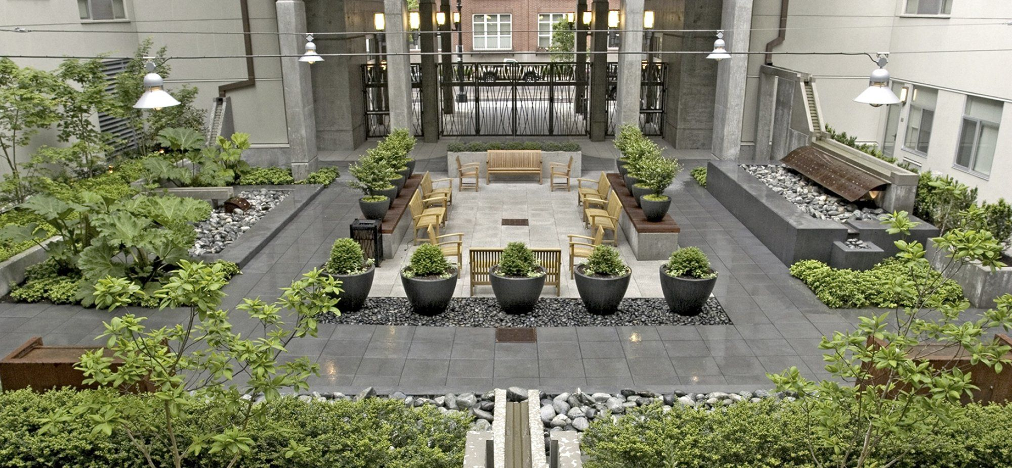 10th hoyt ankrom moisan portland courtyards i b for Courtyard architecture design