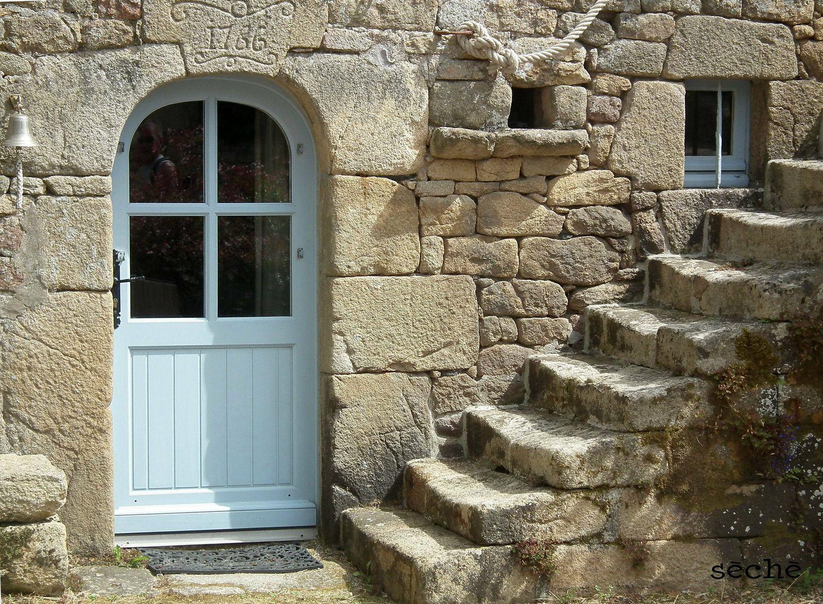 Maison ancienne locmariaquer bretagne locmariaquer maisons traditionnelles - Entree bretonne typique ...