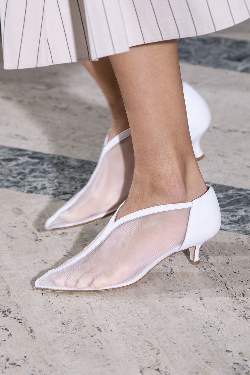 All The Pretty Shoe Trends You Need To Know About In 2019 Trending Shoes Kitten Heel Boots Spring Shoe Trend