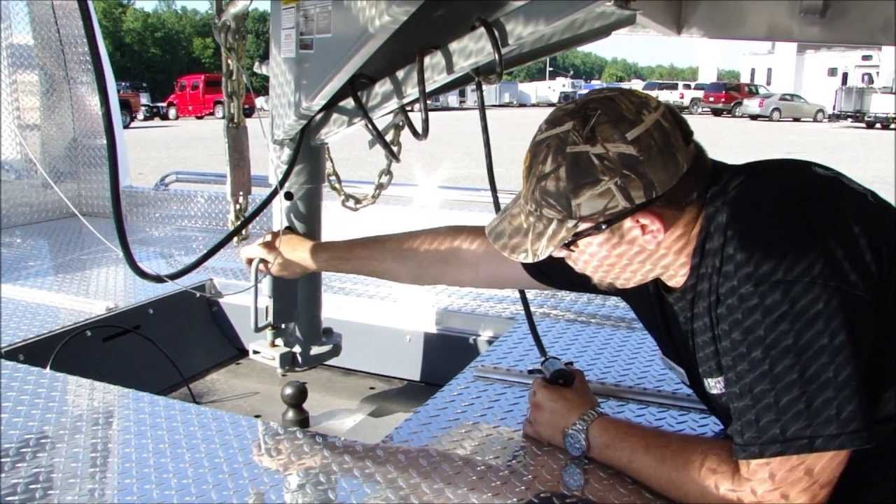 How to Hook up a Gooseneck Trailer for Safe Towing Horse