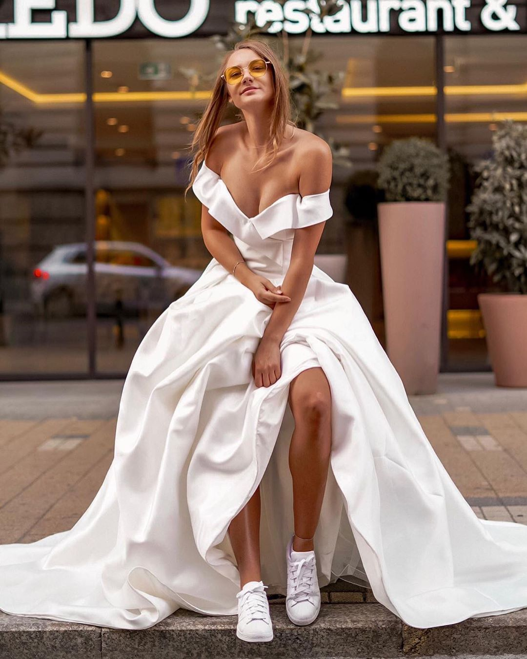 Brides In Sneakers How To Rock The Look Wedding Dress With Sneakers Fancy Wedding Dresses Dress With Sneakers [ 1350 x 1080 Pixel ]