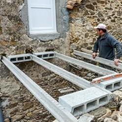Comment Realiser Un Escalier Exterieur Et Une Terrasse Suspendue Escalier Exterieur Terrasse Suspendue Architecture Brique