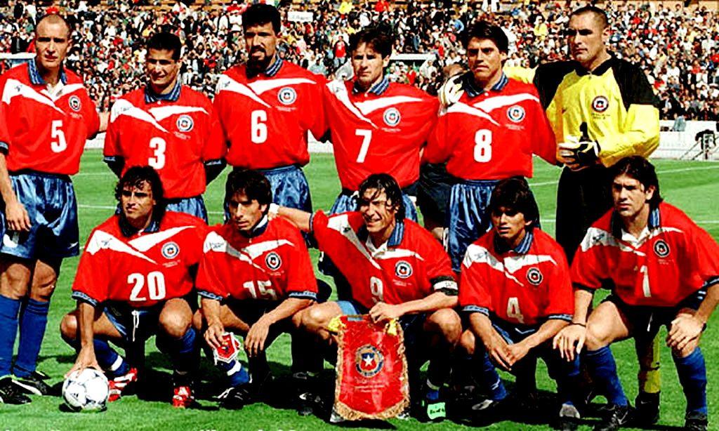 Chile 1998 06 11 Jpg 1024 614 Football Team Team Photos Football Players