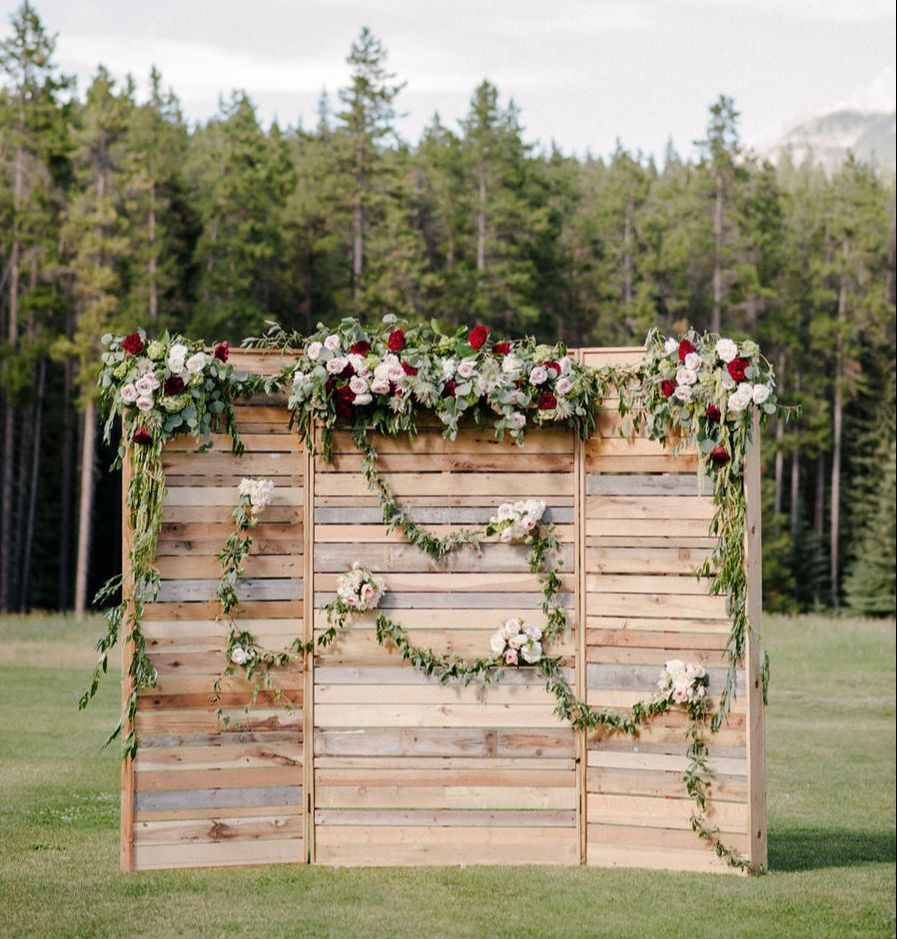 15 Outdoor Wedding Ideas That Are Totally Genius: Floral Wedding Backdrop- Wooden Pallet Wall
