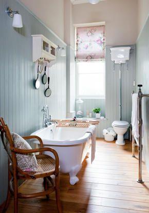 Badewanne im Landhausstil-Badezimmer - bad landhausstil
