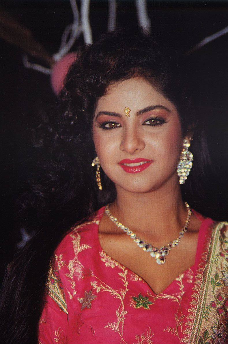 Official Website Of Divya Bharti The Exclusive Archive Hindi Films Wallpapers Galleries News And Death Controversy