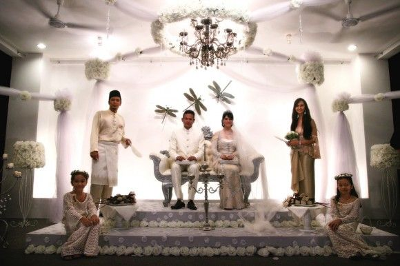 This Is An Example Of A Malay Theme Wedding Dais Completed With The Lightingfresh Flowers Decorations
