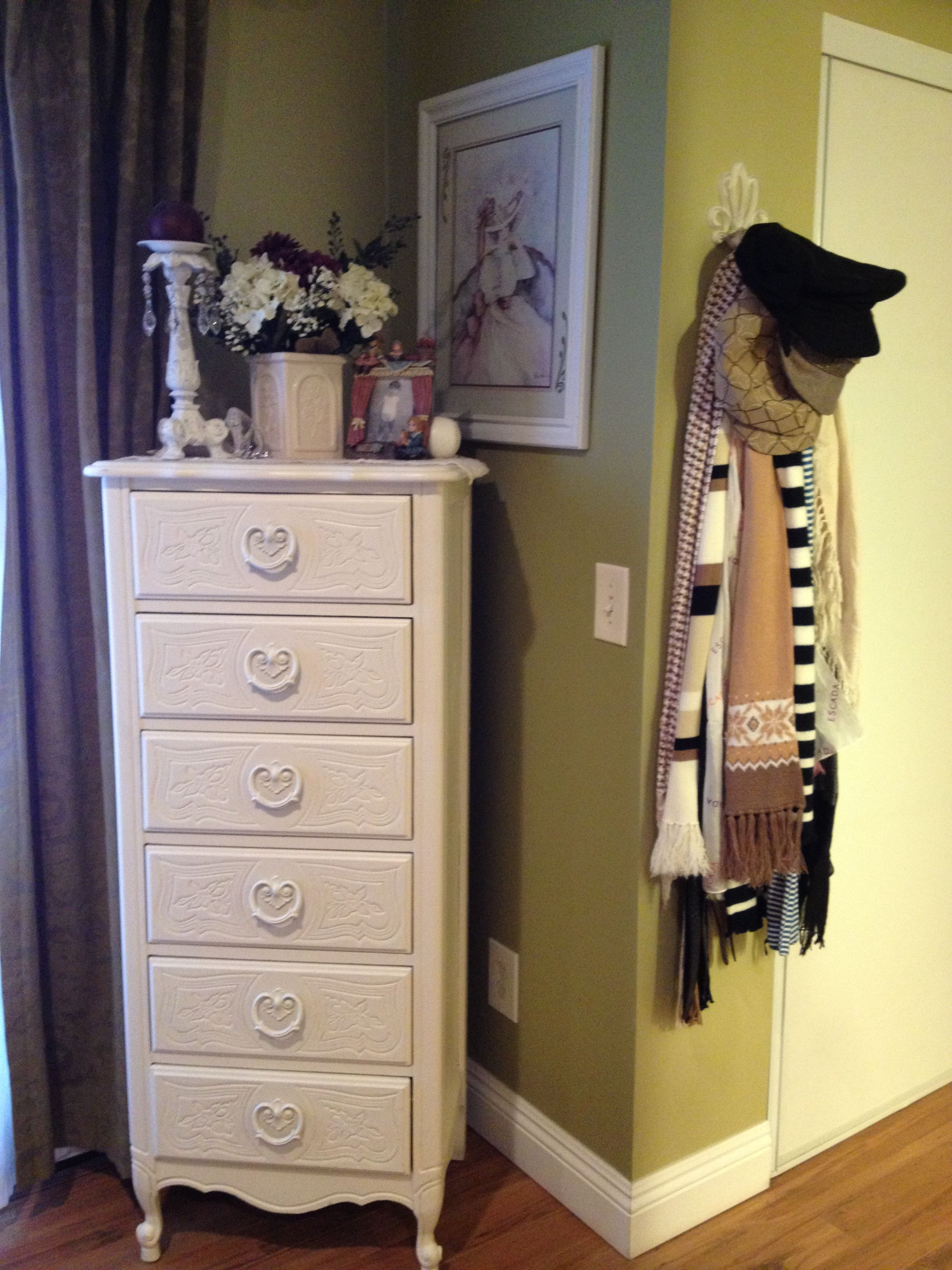 {jewelry as print storage?} Bedroom corner