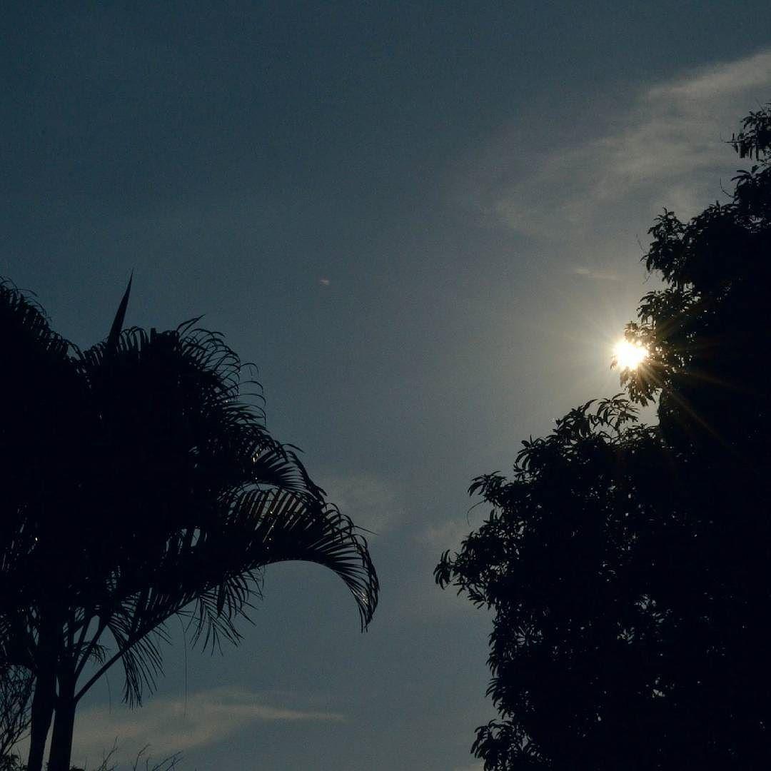 Lo que prometas bajo la luna cúmplelo al salir el sol. Feliz noche amigos. #panama #moon