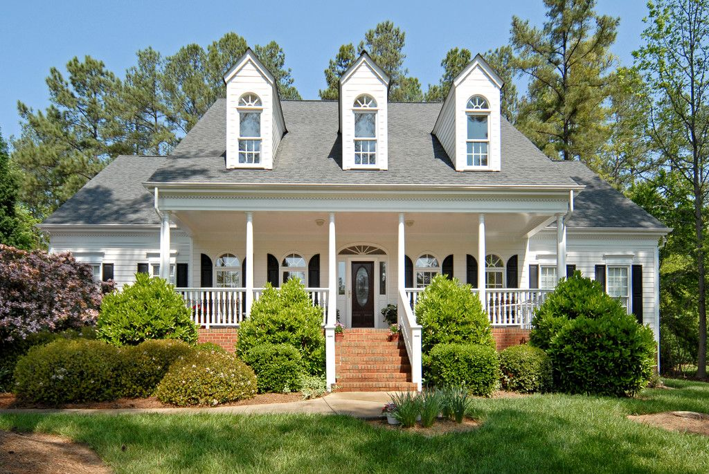 Home exterior exterior home painting colonial home for Custom colonial homes