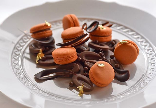 What's better than these fall macarons made of Pumpkin & Valrhona CARAMELIA 36% chocolate on this Pumpkin Season? By Fiola DC