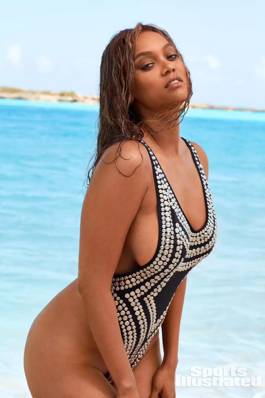 Tyra Banks Photos In Sports Illustrated Swimsuit 2019 Si Com Fashion Beau In 2020 Sports Illustrated Swimsuit Issue Sports Illustrated Swimsuit Tyra Banks Bikini