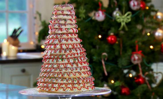 Paul Hollywood make a kransekake Scandinavian cake for the festive ...
