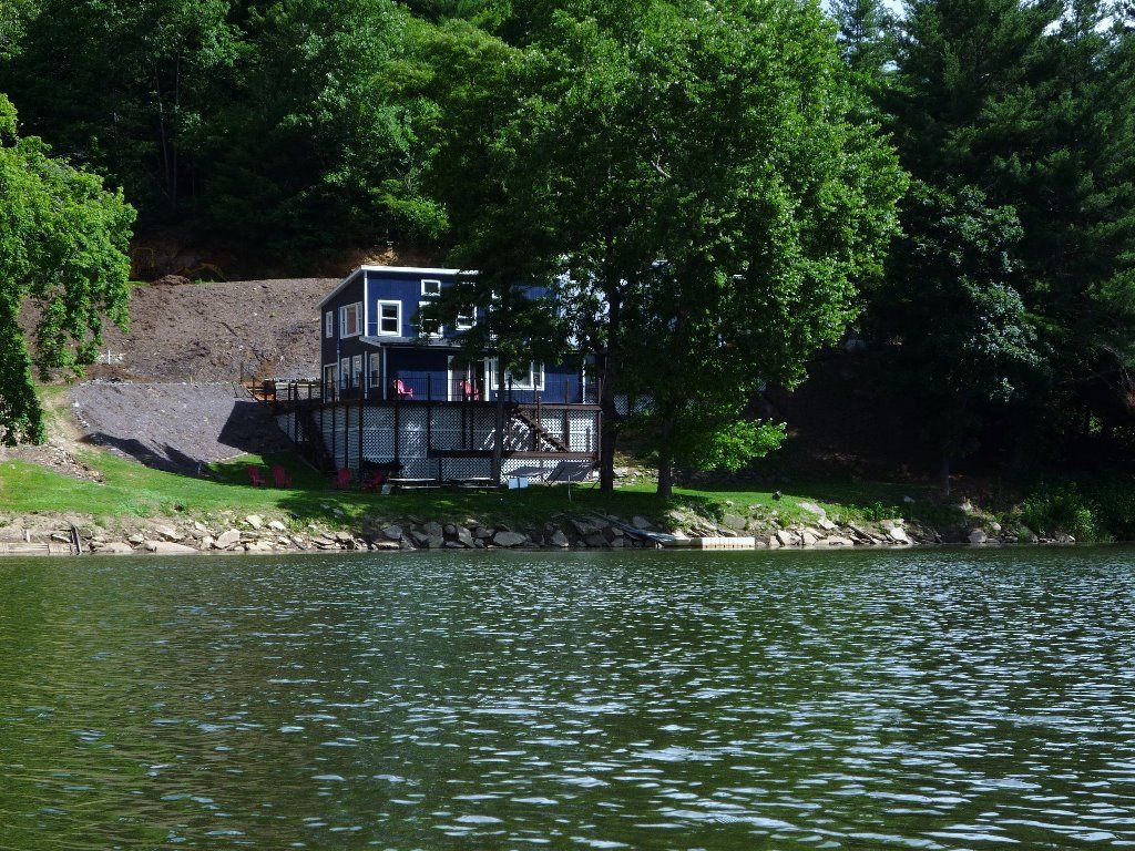Beautiful Vacation Rental Home On The New River In