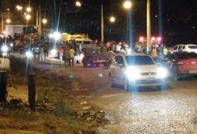 Motorista morre em colisão frontal de caminhões na Transamazônica, no centro da cidade de Uruará (PA). Saiba mais lendo o nosso blog http://gazetauruara.blogspot.com.br/2016/08/caminhoes-batem-de-frente-na.html
