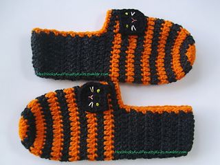 Halloween Black Cat Slippers pattern by Chelsey Hybrid #crochetapplicates