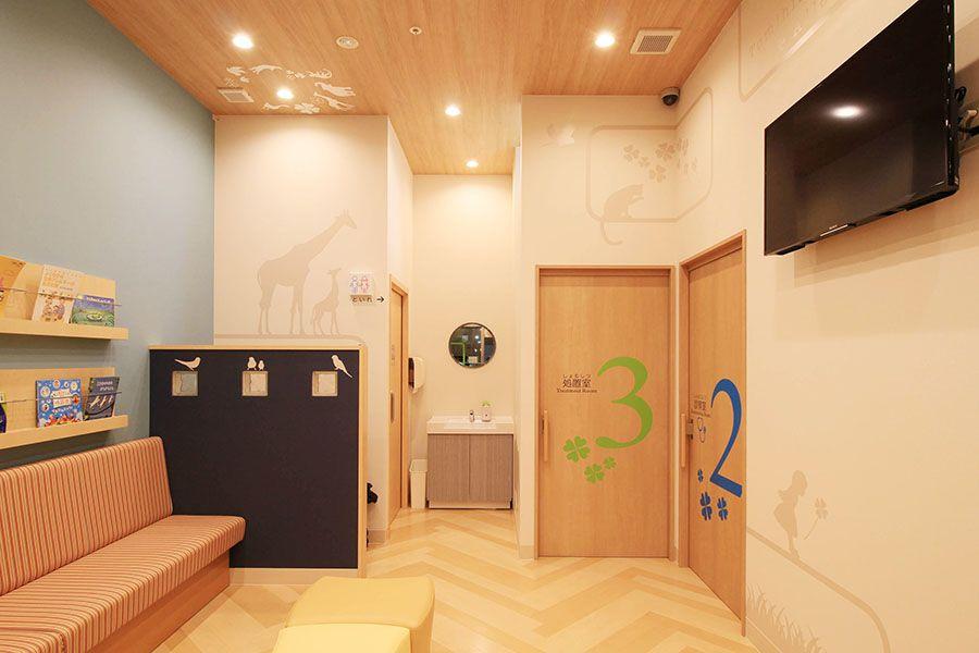 ロジデザイン制作実績 クリニック設計デザイン サイン計画 富久小児科クリニックサイン計画 クリニックデザイン デザイン オフィスのアイデア