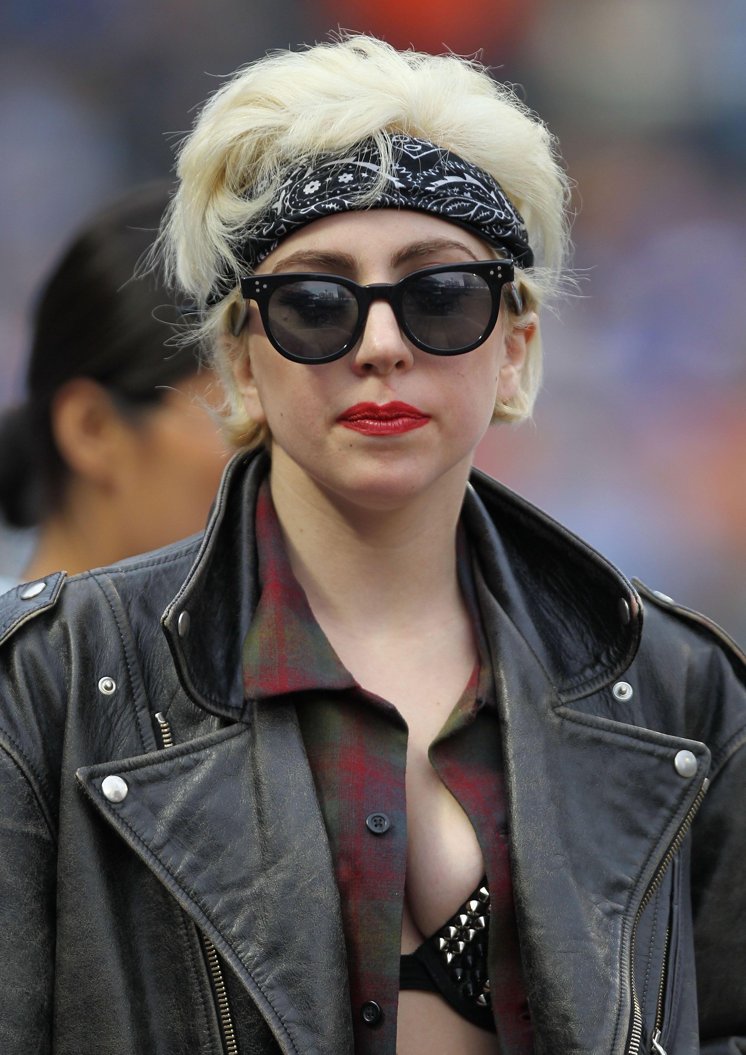 Lady Gaga 2010 Short Blonde Hair Short Hair Styles Short Blonde