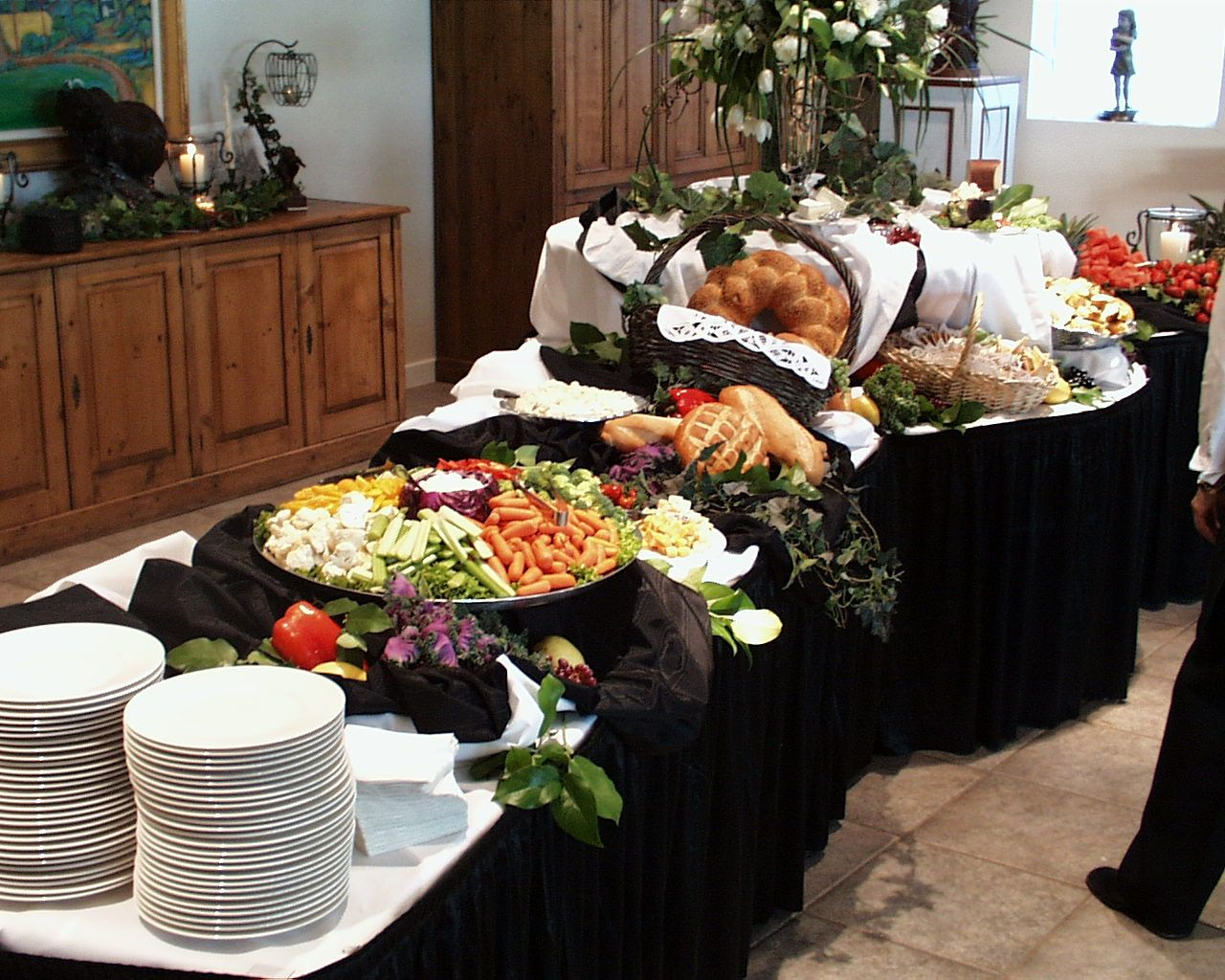 Buffet set up yummy display ideas pinterest buffet for Ensemble table buffet