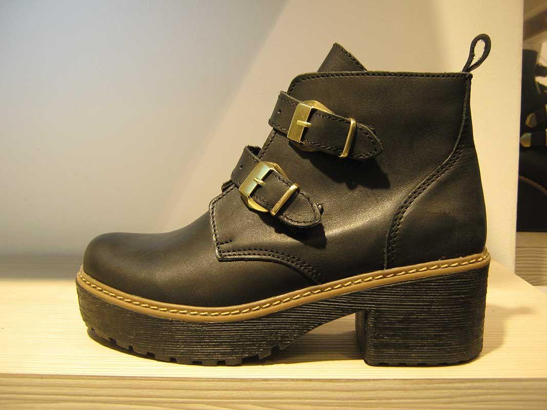 d798895f65c2b Pin de Belen🍂 en zapatos