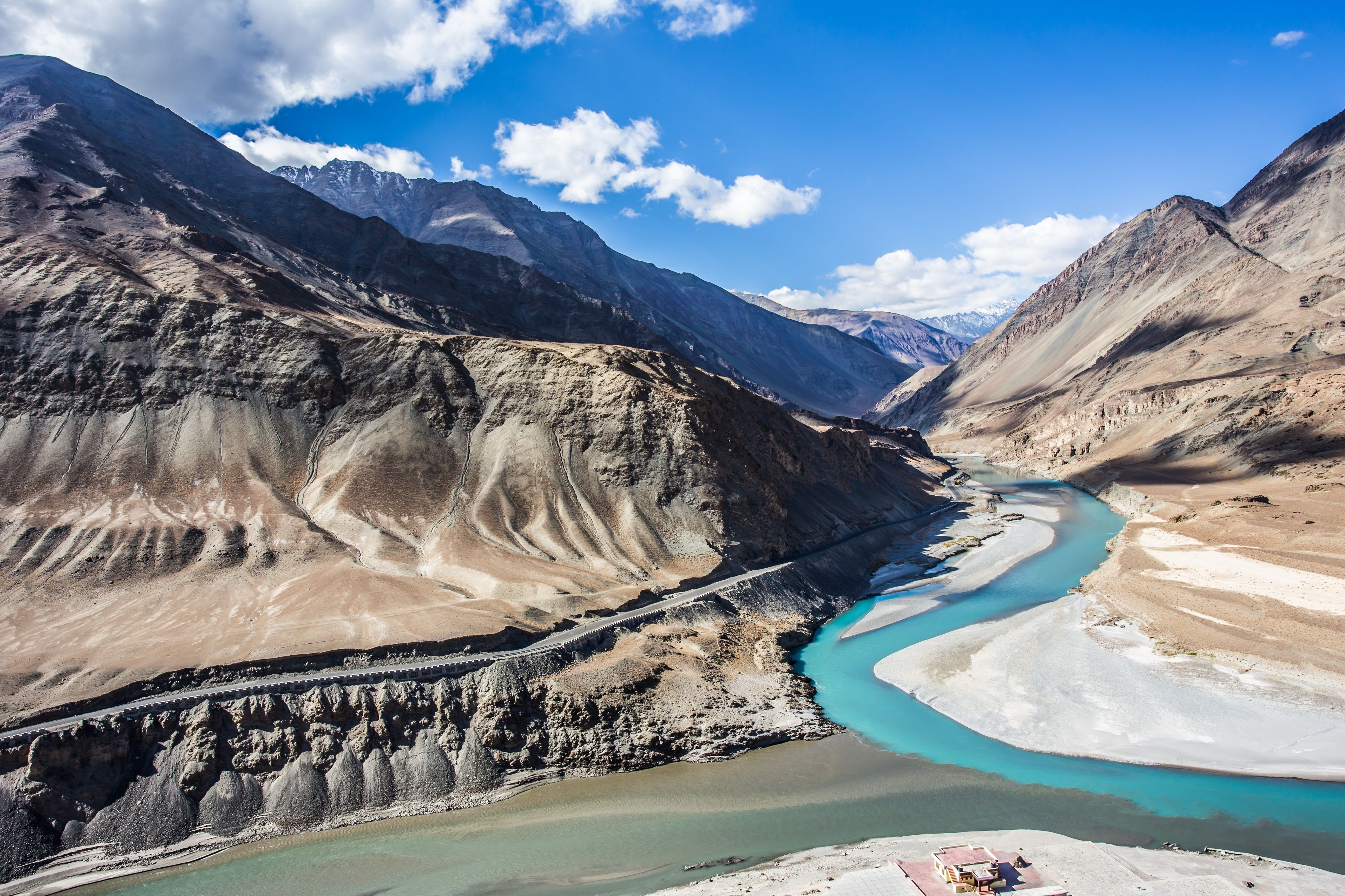 The Confluence Of Indus And Zanskar River Nimmu Is A Beautiful