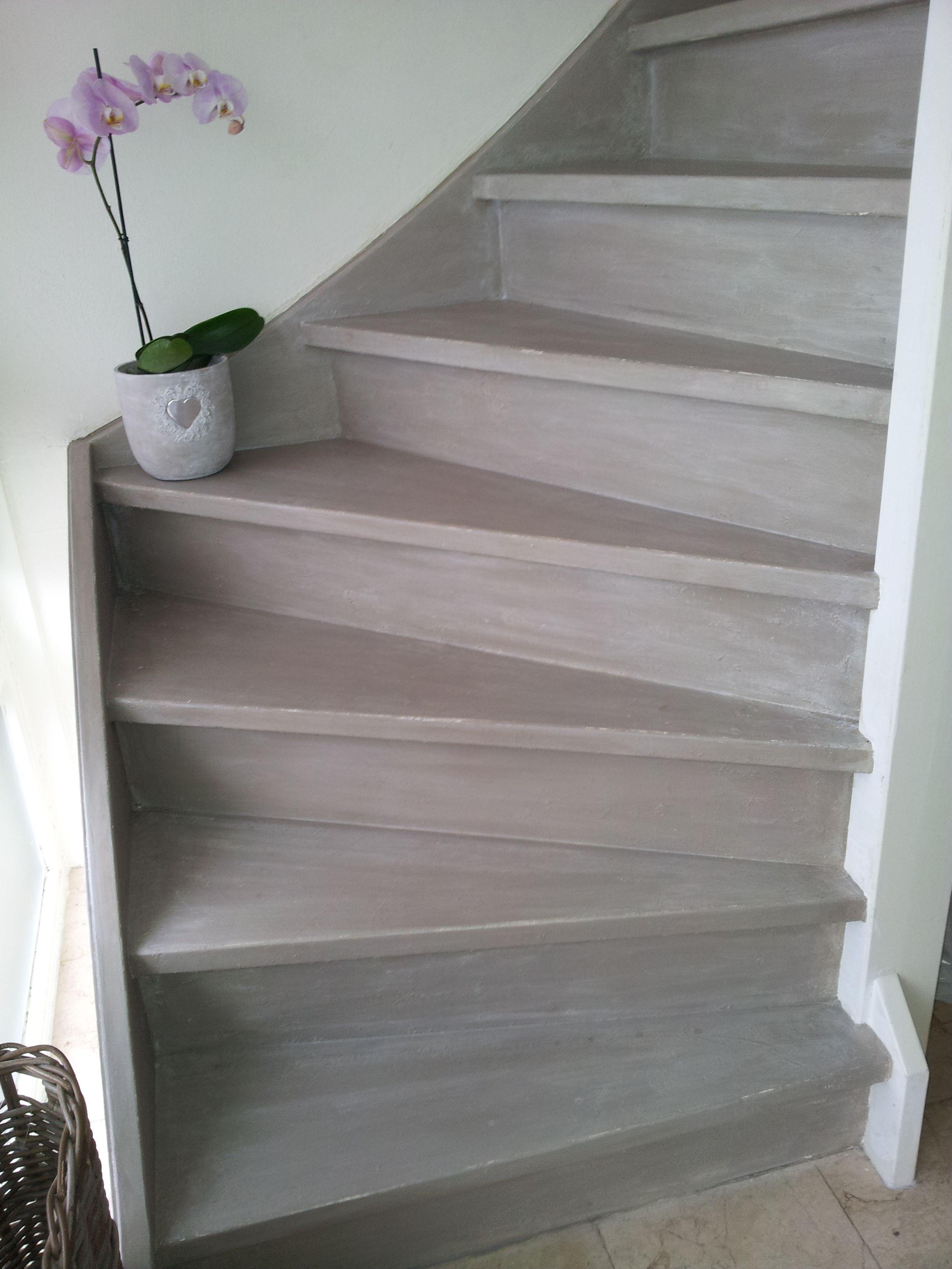 Bedwelming Francis heeft haar trap met Pure White en French Linen geverfd VQ63