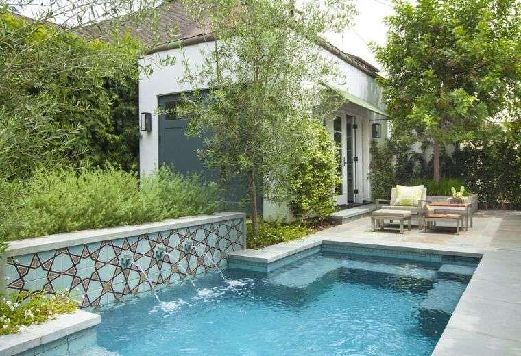 Créer un jardin de maison moderne avec piscine de style ...