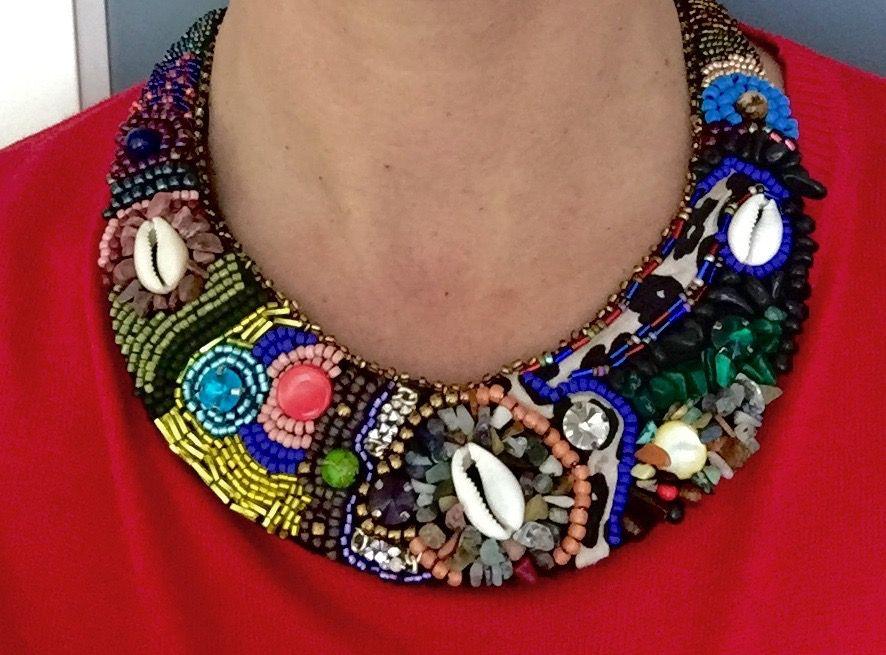 collar hecho a mano con piedras naturales, rocallas de cristal, abalorios...www.bisuteriamaria.es