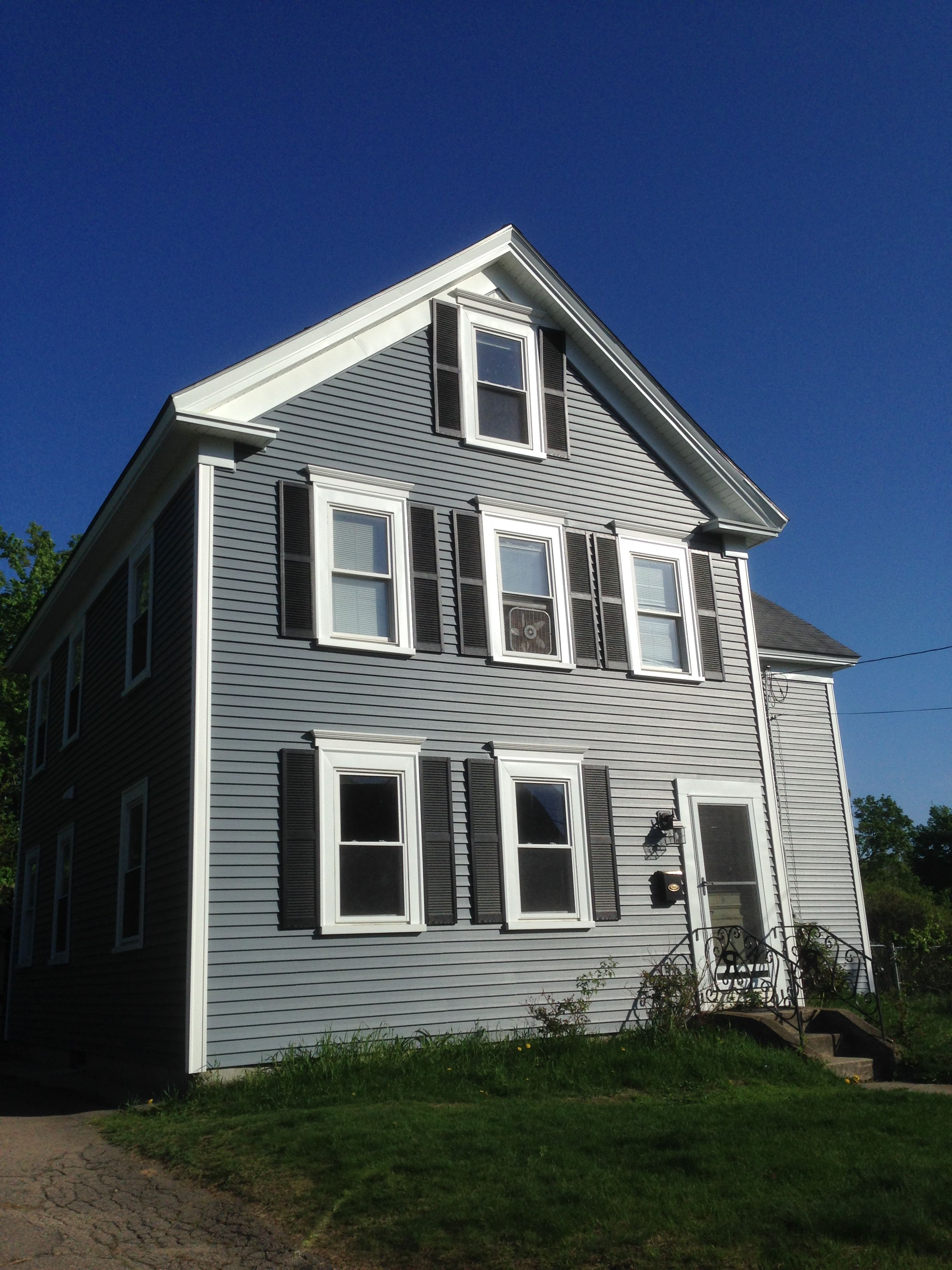 Mastic carvedwood vinyl siding in english wedgewood with for Exterior vinyl siding