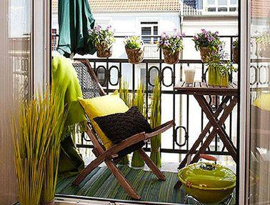 Am nager son balcon avec de la couleur d co petit balcon for Petite table de jardin vert anis