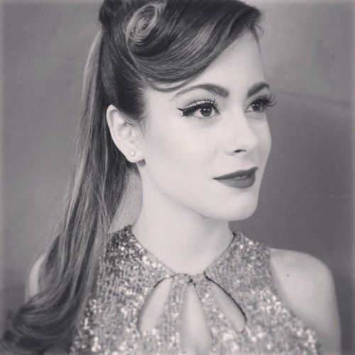 Martina Stoessel Violet, Coiffure et Mode