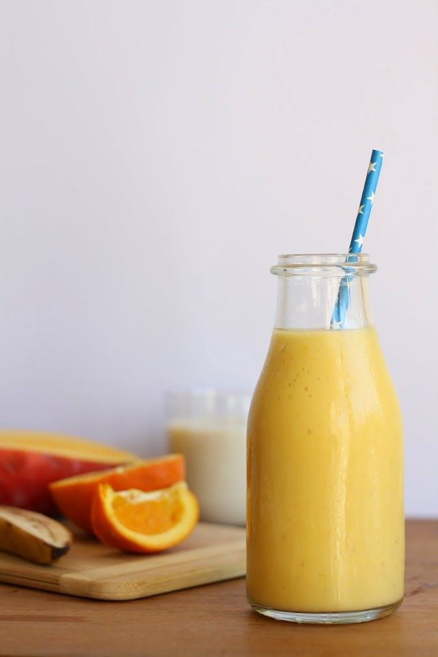Smoothie : 1 mango, 1 banana, 1 orange, soymilk, vanilla extract