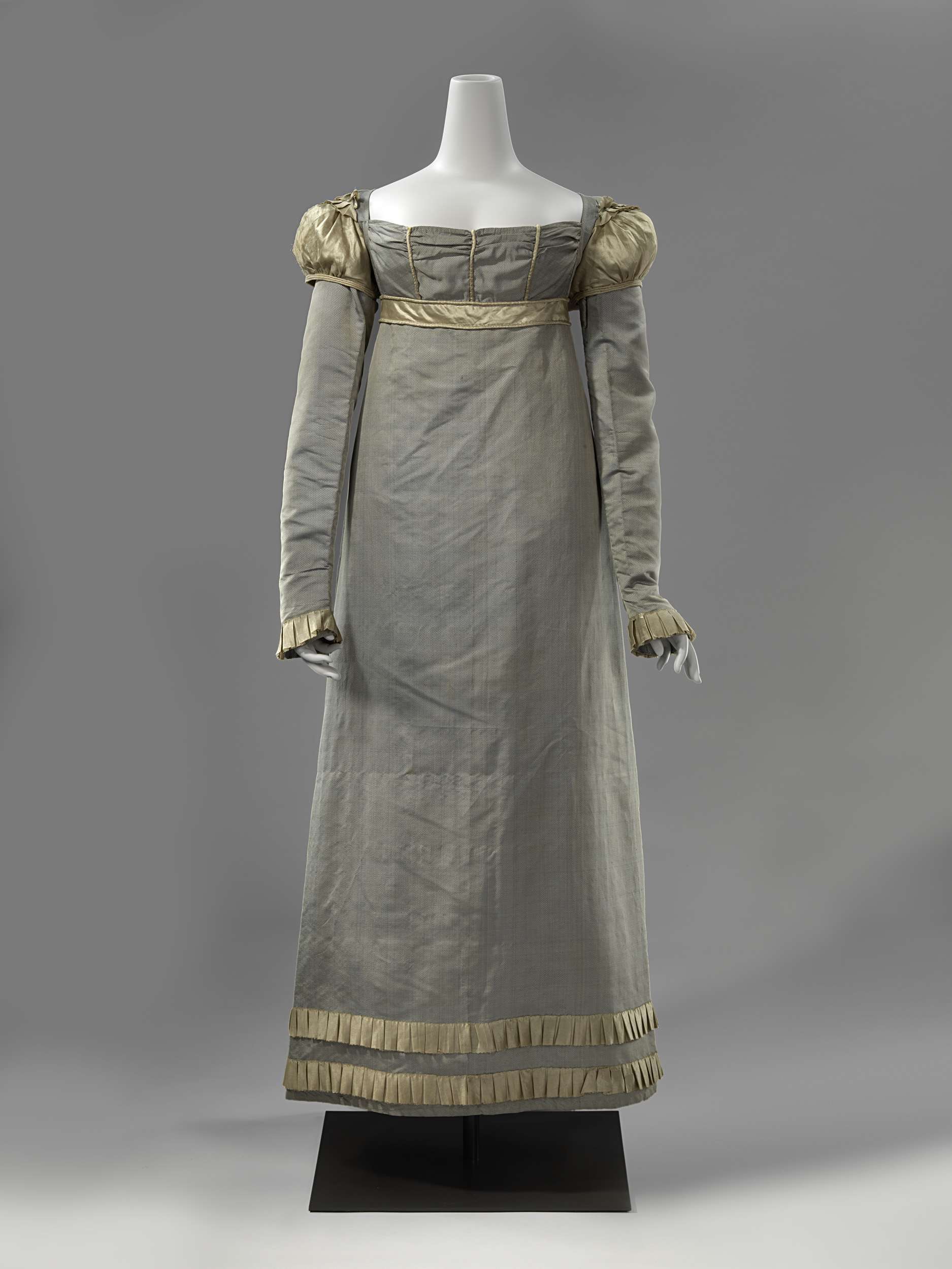 Rijksmuseum Grijs Grey Blue Dotted Silk Dress With Gold Silk Sleeves And