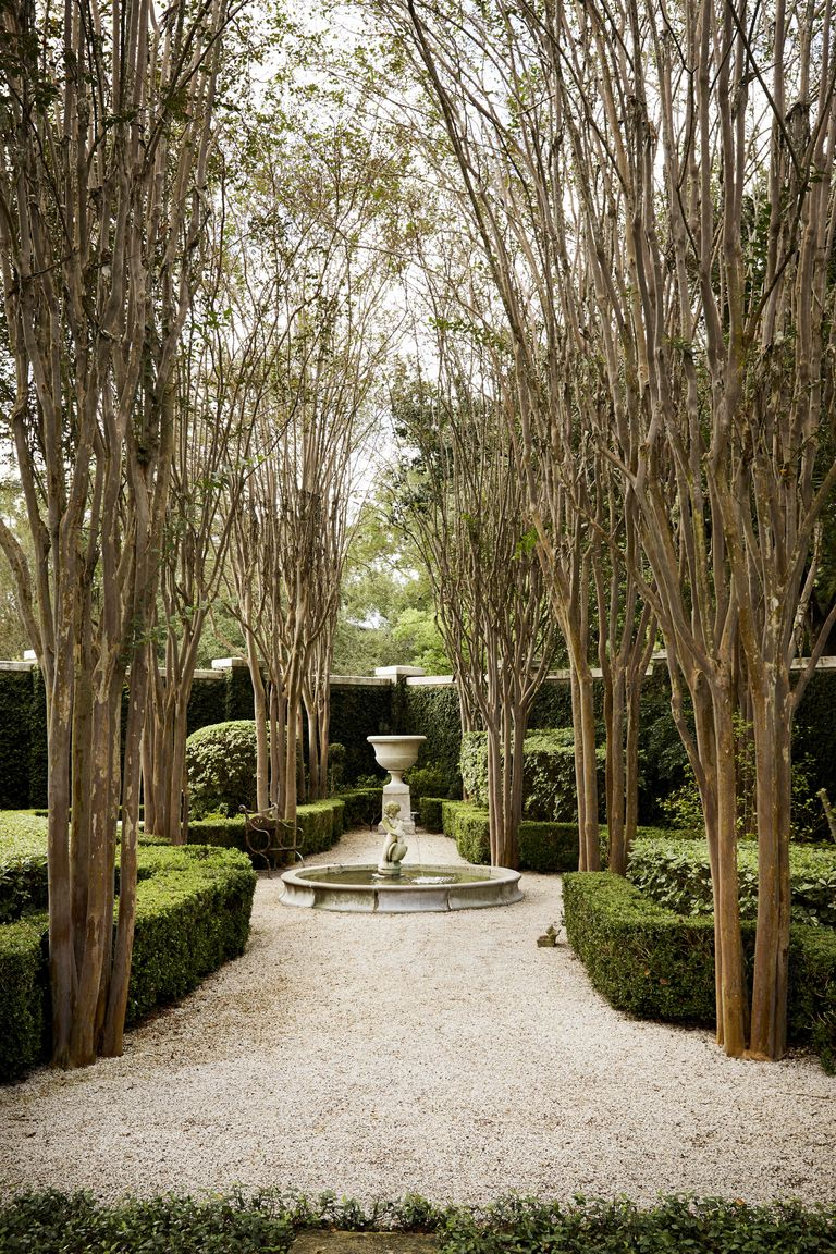 This Houston Garden Went From Crowded To Charming With A Simple European Inspired Edit Houston Garden Veranda Magazine French Fountains