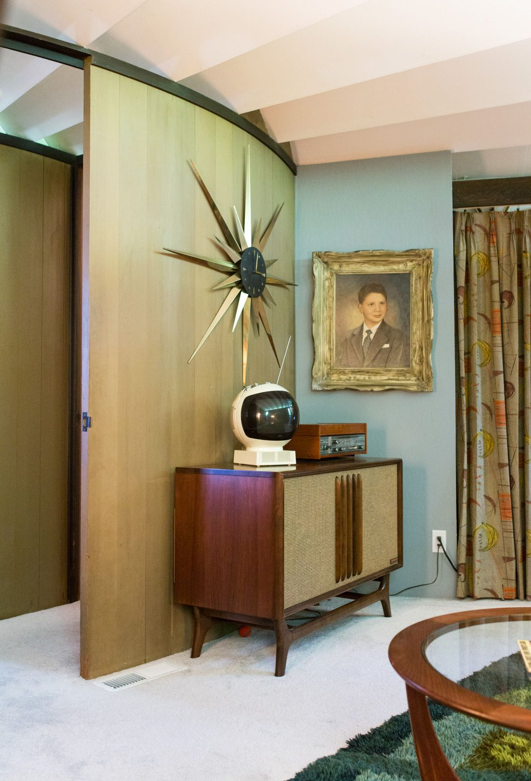House Tour: A Round Mid-Century Time Capsule in Oakland, California ...