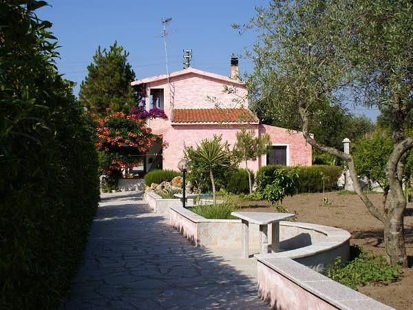 Bed and Breakfast Antico Casolare, www.casolare-sorso.upps.it, Das alte Bauernhaus B&B befindet sich nahe dem touristischen Zentrum von Sorso (SS), nur wenige Schritte vom Meer von Platamona und Marina di Sorso, Sassari und dem Hafen von Porto Torres entfernt.