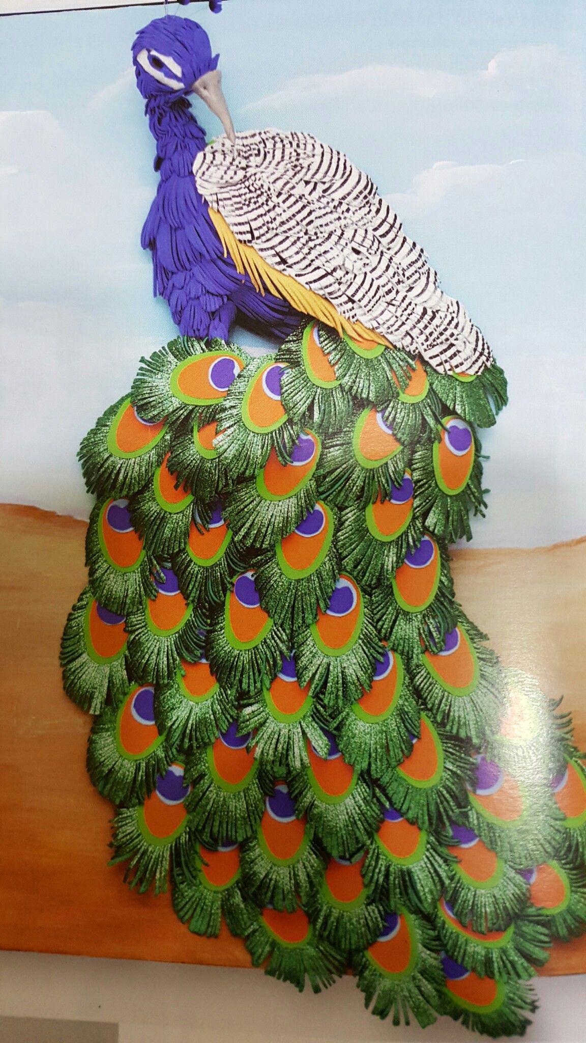 Pavo real hecho integramente en goma eva por Alicia Miguel en Manualidades El Cascabel