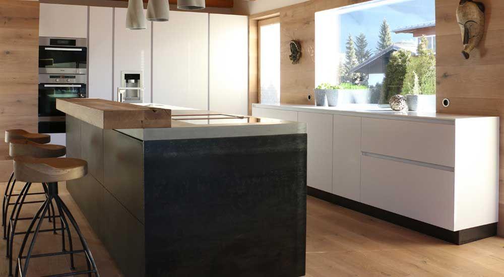 Monomentale, aber auch schlichte Eisenküche in Kombination mit - moderne kuche massivem eichenholz