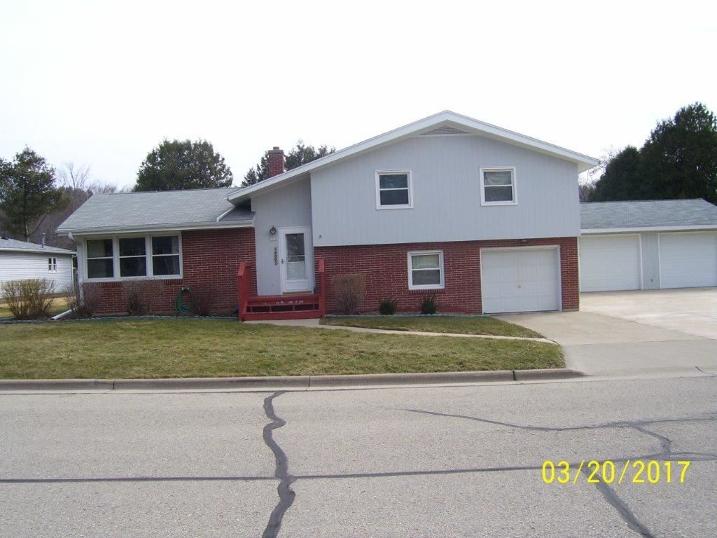 2216 Hickory St  Cross Plains , WI  53528  - $259,900  #CrossPlainsWI #CrossPlainsWIRealEstate Click for more pics