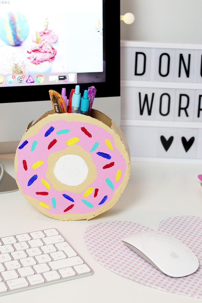 diy donut stiftehalter aus klopapierrrollen selber basteln schreibtisch deko stiftehalter und. Black Bedroom Furniture Sets. Home Design Ideas